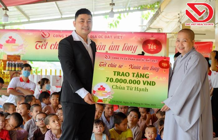 Chia sẻ yêu thương luôn là hành trang không thể thiếu trên chặng đường phát triển của Đất Việt.