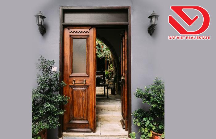 Phong thủy cửa đi chính mang đến tài lộc cho ngôi nhà của bạn